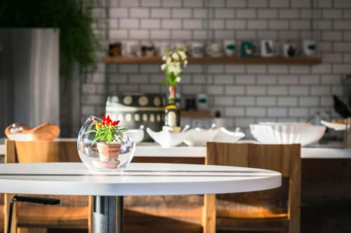 Gravitate-Cafe-Table-resized